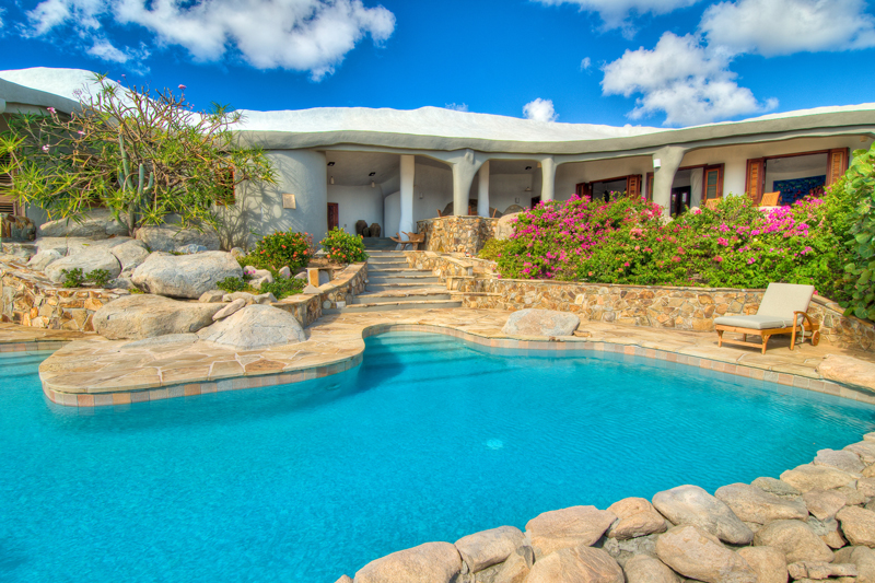 Luxury swimming pool Whalehouse Rock